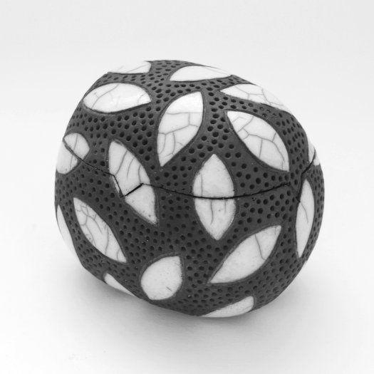 397 beste afbeeldingen van raku ideen keramisch aardewerk keramische kunst en aardewerkontwerpen. Black Bedroom Furniture Sets. Home Design Ideas