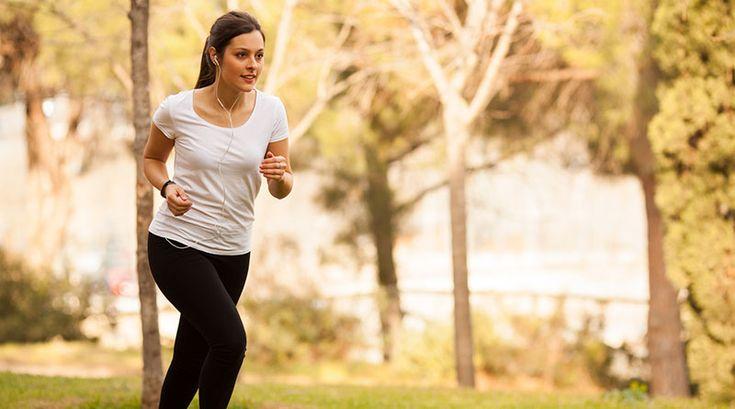 Nainen lenkillä