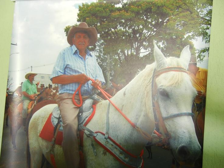 Meu pai, Seu Lica. Gênio indomável, foi a pouco tempo a Aparecida do Norte a cavalo. Deixou a família de cabelo em pé!