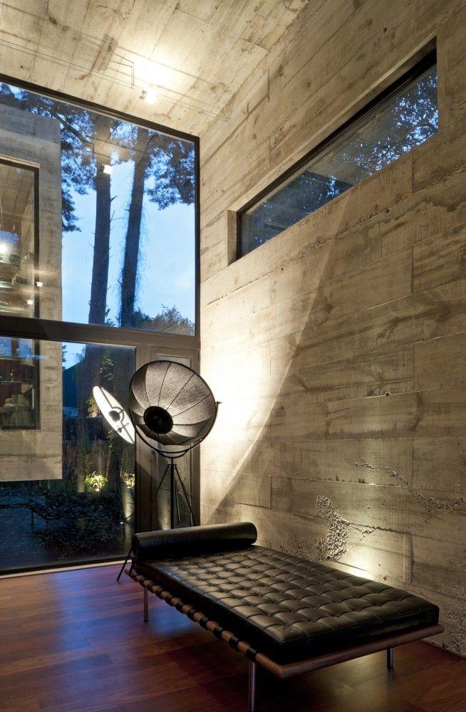 concrete walls...Concrete Wall, Design Interiors, Peace Architecture, Living Room, Interiors Design, Wall Treatments, Casa Corallo, House, Interiors Lights