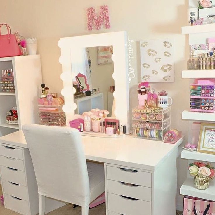 Pin de candiss casimir little en bedroom closet - Tocadores de dormitorio ...