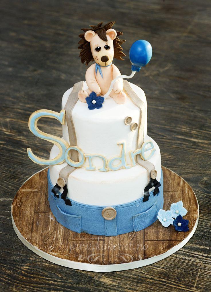 Dåpskake til gutt født i løvens tegn :) Christening cake with lion , rustic, blue and brown. Rustikk, bukseseler, knapper, ballong. Laget av Kakeriet.no i Sandefjord, Norway.