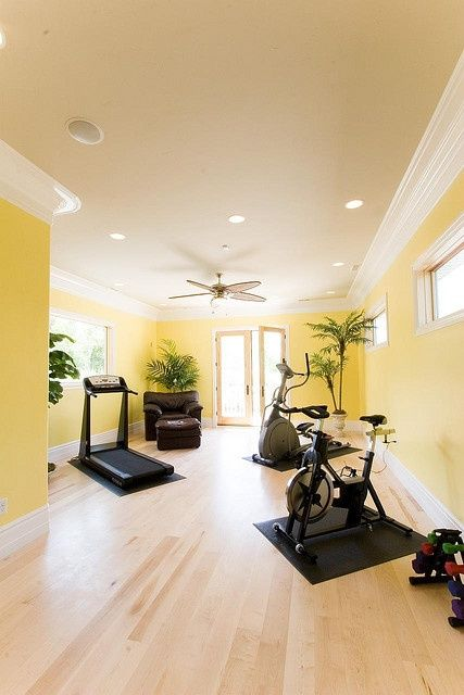58 Awesome Ideas For Your Home Gym. It's Time For Workout...I really like the way equipment is positioned in this room....