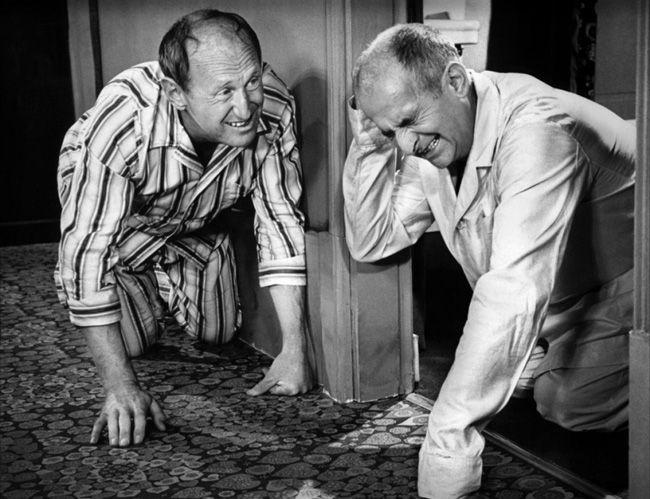 """""""La Grande Vadrouille"""" de Gérard Oury, programmé le 07/08 à 21h30  http://www.forumdesimages.fr/les-films/les-programmes/cinema-au-clair-de-lune-2015/la-grande-vadrouille_4"""