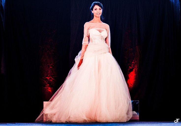 Dettagli rosso papavero.....che ne pensate? Alessandro Tosetti Www.alessandrotosetti.com www.tosettisposa.it #abitidasposa2015 #wedding #weddingdress #tosetti #tosettisposa #nozze #bride #alessandrotosetti