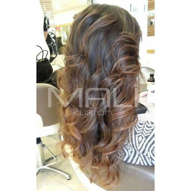 Saçlarınızdaki doğal bukleler size şık bir görünüm kazandırır. #dogalbukleler #hairstyle #wavehair #brighthair