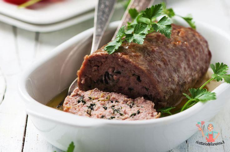 Il polpettone di carne al forno è un piatto tipico della domenica, facile da preparare, ottimo da gustare con tutta la famiglia.