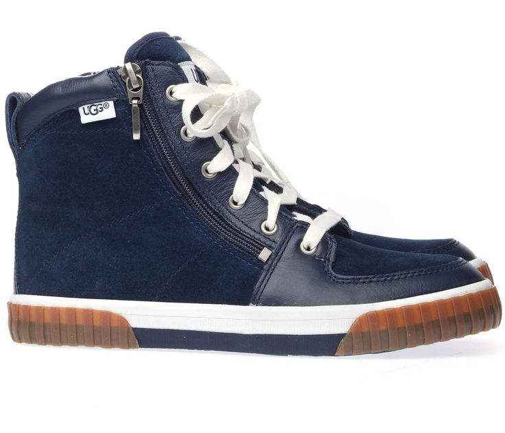 UGG Australia alleen voor meisjes? Mooi niet! Super stoere sneakers voor jongens met een ideaal ritsje! http://www.mooieschoenen.nl/ugg-kinderschoenen-rally-mind-midnight-boots-p462442