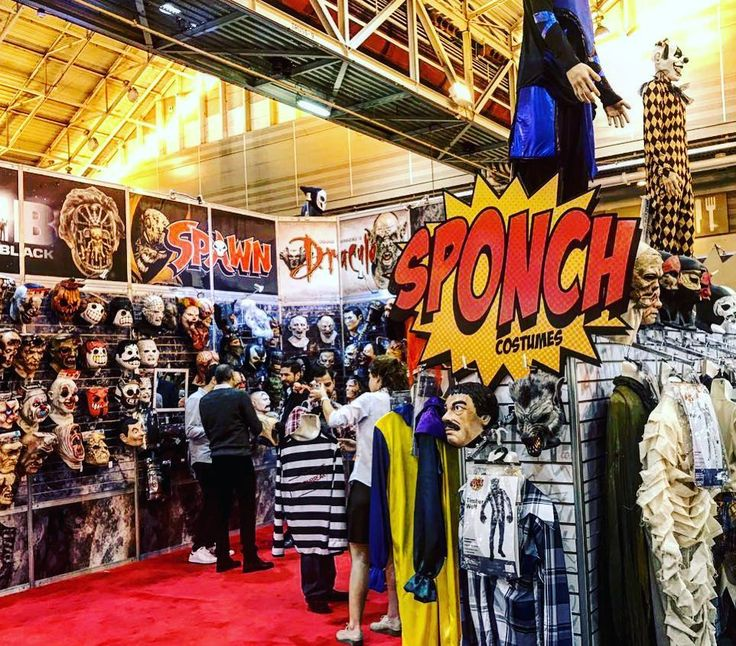 Ghoulish Productions booth at The Halloween and Party Expo New Orleans 2017. Also introducing the new Sponch Costumes line with amazing mask made by Ghoulish team @sponch_costumes  #ghoulishproductions #sponchcostumes #halloweenmask #halloweencostume #halloweenparty #halloweenshow #mask #halloween #costume #cosplay #dracula #spawn #mib #clown #hostel #turbokid #ghostintheshell #madeinmexico  #hollywood #movie #license