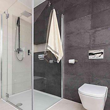I migliori trucchi per pulire la doccia e renderla splendente