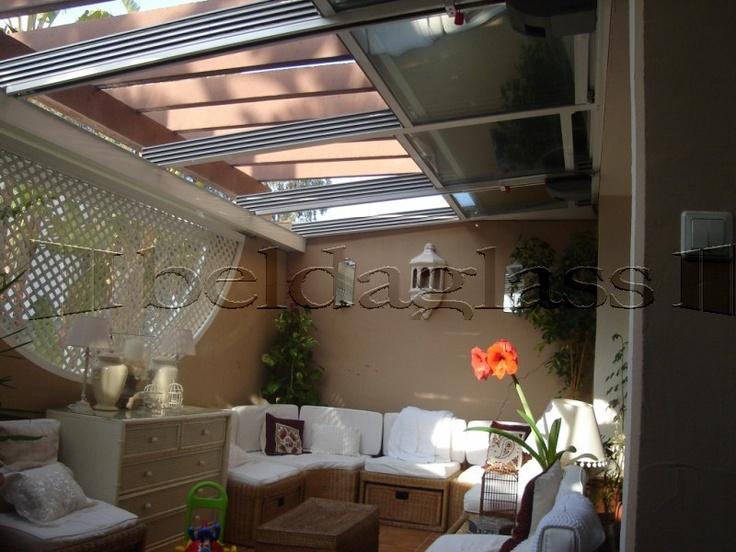 Terraza patio cubierta con techo movil de cristal for Cerramientos para patios internos