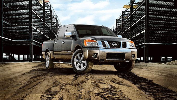 Strong and durable, the powerful full-size 2015 Nissan Titan SL Crew Cab 4x4 will help you haul any load of cargo, with 317 horsepower, 385 lb-ft of torque and up to 9,500 lbs of towing.