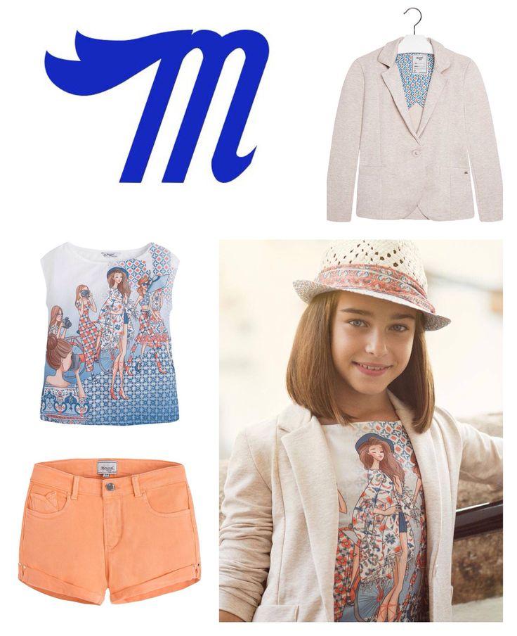 Пиджак, футболка, шорты, шляпа.