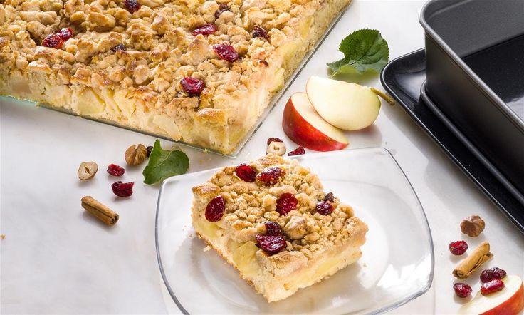 Apfel-Nuss-Kuchen mit Zimtstreuseln Rezept: Herbstlicher saftiger Blechkuchen mit Äpfeln und Streuseln - Eins von 5.000 leckeren, gelingsicheren Rezepten von Dr. Oetker!