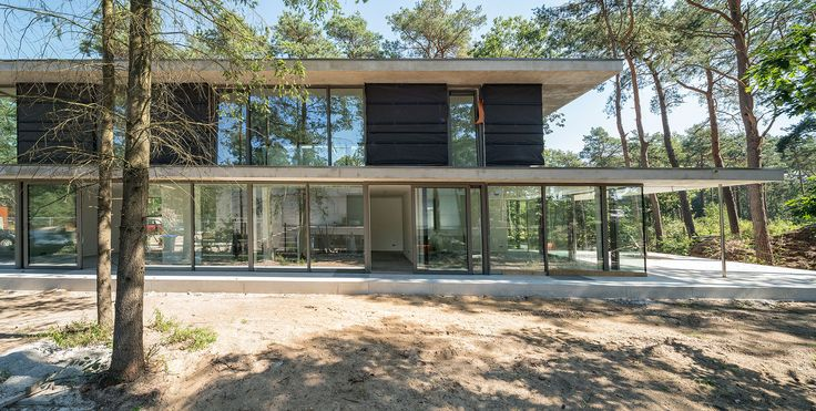 Villa Zeist 1 is located in the beautiful green forest of Kerckebosch in the Dutch city Zeist.