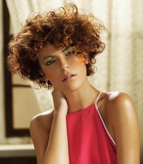 Cortes de pelo rizado corto mujeres
