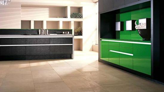Bucatarie gri cu verde decor minimalist modern