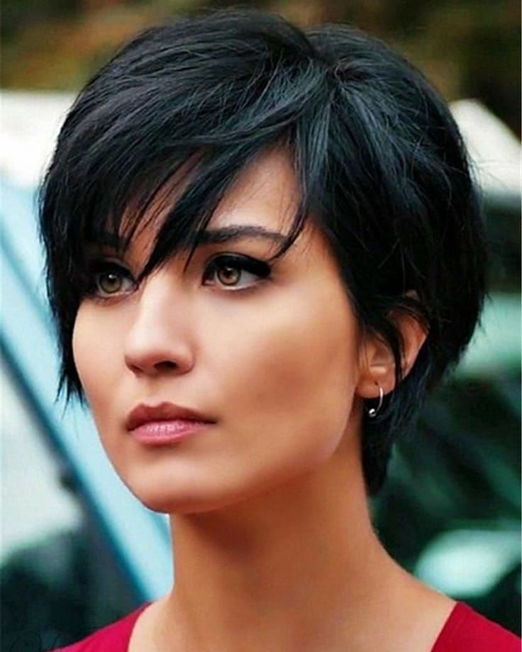10 Easy Pixie Haircuts For Women Straight Hairstyles For Short Hair 2020 2021 In 2020 Thick Hair Styles Short Straight Hair Hair Styles
