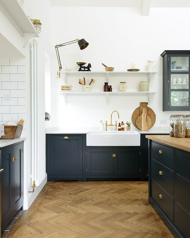 This beautiful Arts and Crafts house built in 1887 was impressive, high ceilings, beautiful big spacious rooms full of light and original wood paneling. A mix of our Real Shaker kitchen furniture and lots of eclectic antiques and vintage bits worked so perfectly in this impressive space. #deVOLKitchens