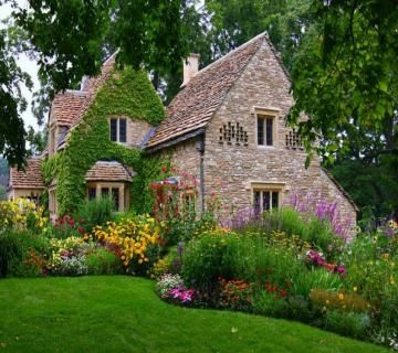 Thank you Henry Ford for moving this spectacular cottage to Greenfield Village/Dearborn MI.  Original From England's Cotswold region of UK.