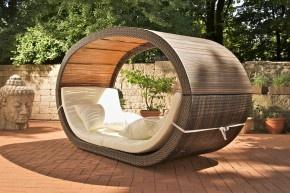 Zeer gaaf, luxe rieten ligbed voor in de tuin. Hiermee krijg je een ultiem vakantiegevoel....