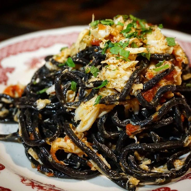 Have you ever tried squid ink pasta? This crab fra diavolo from @supremanyc is made with squid ink tagliarini and it rocked my pasta-loving world...
