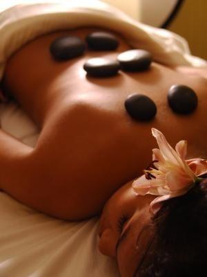 No te olvides de tomar una sesión de masajes relajantes y descontracturantes! - Más secretos para conseguir el maquillaje perfecto y una silueta envidiable en http://bodasnovias.com/maquillaje-perfecto-novias/4109/