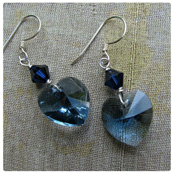 Fülbevaló inspiráció #Swarovski SZÍV medálokból #Denim #Blue, és Xilion Bicone gyöngyökből Dark #Indigo színekben.