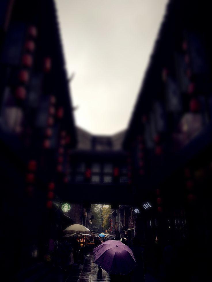Día lluvioso en unas de las ferias de chengdu