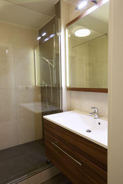 Jednoduchá koupelna bez zbytečností.