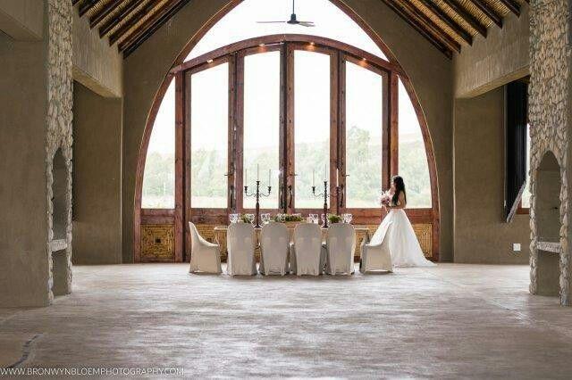 Table & Flowers La Flor Christie Conradie  Photo Bronwyn Bloem Photography Dress Chrizanda