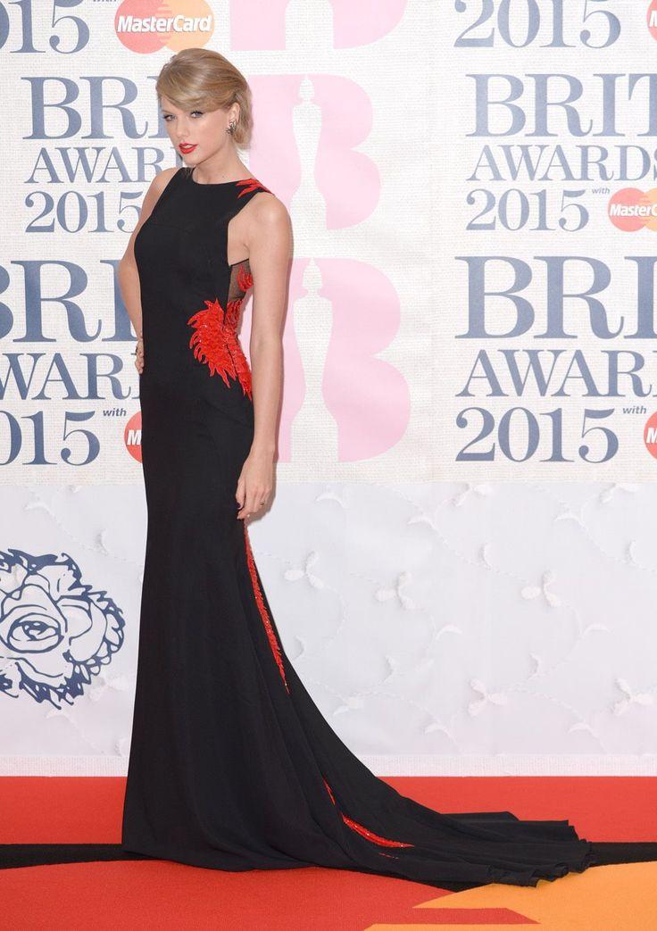 Los premios de la música británica en 9 aciertos · Lecturas.com · Última hora roberto Cavalli Atellier , dragón rojo