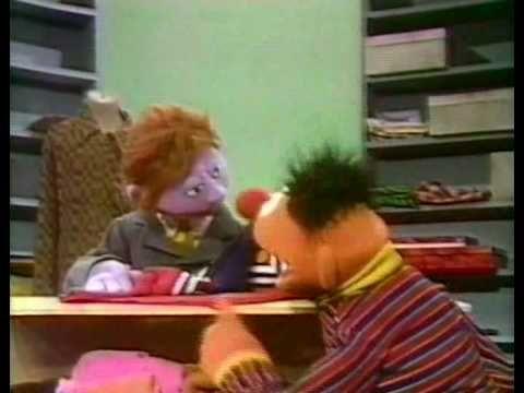 Bert & Ernie - Ernie koopt een trui