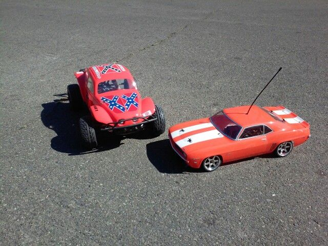 Snowman's rc cars Traxxas Slash 4x4 and HPI Sprint 2 Flux.