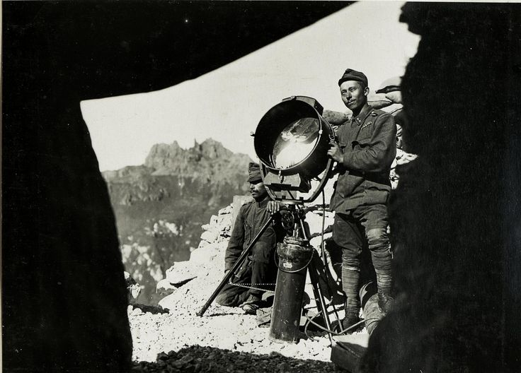 WWI, 28 Sept 1917; Marmolata, Search light. -Austrian National Library
