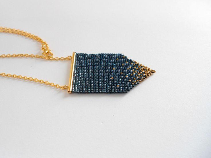 Collier peyote, femme tissé en perles Miyuki bleu nuit et doré, plaqué or 24k. : Collier par alittlecrea-bijoux