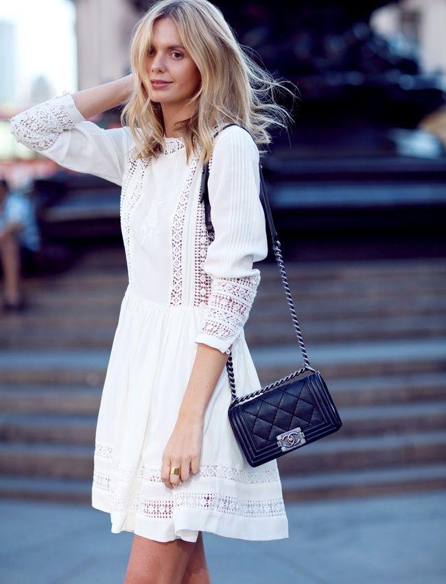 Robe dentelle blanche + petit sac noir urbain