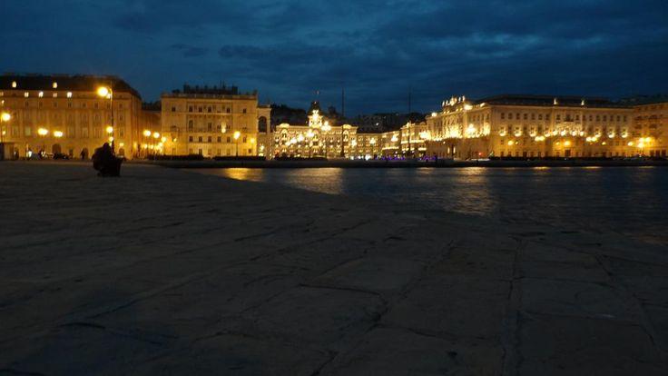 Atmosfera mitteleuropea, vento (o meglio, bora) e profumo di salsedine: il fascino di Trieste è speciale, in inverno come in estate. Affacciati sul mare o gironzolando all'interno, in ogni angolo si r