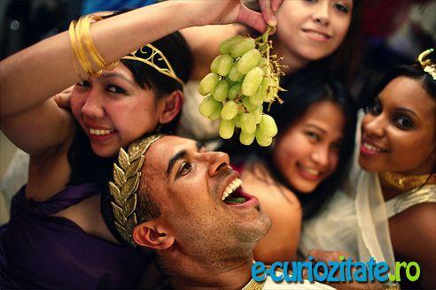 Garum – Ketchup-ul lumii antice  Condimentul ce asezona si transforma in delicatese mancarurile romanilor si vechilor greci.   Sosul de peste roman, Garum a fost inventat de fapt de greci si asimilat de catre Roma Imperiala