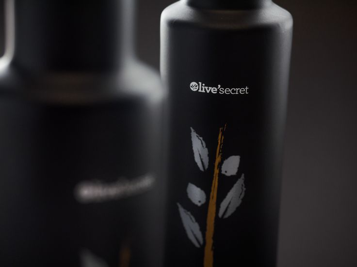 A Premium Extra Virgin Olive Oil, officially recognised as a product of Protected Designation of Origin.This oil is produced in a mountain village of the Sitia region by local farmers.Green olives are harvested and cold-pressed at low temperatures (under18C) in less than 4 hours resulting in a product of extremely low acidity (0,1 -0,2).Rich in Vitamin E,chlorophyll and phenolic acids.A well-rounded fruity aroma from freshly harvested green olives, with a hint of bitterness.