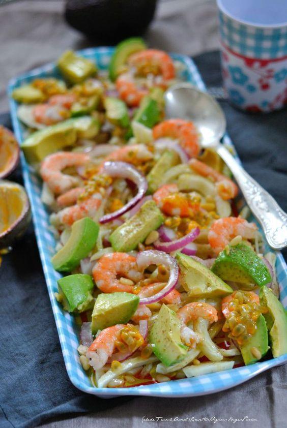 Salade Fenouil,Avocat,Crevettes,Oignons Rouges,Passion 1 Pour 4 personnes : -2 bulbes de fenouil -200 gr de crevettes -1 avocat -1/2 oignon rouge -1 fruit de la passion -1 citron,huile d'olive,sel,poivre