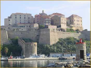 Calvi le port et la citadelle corse