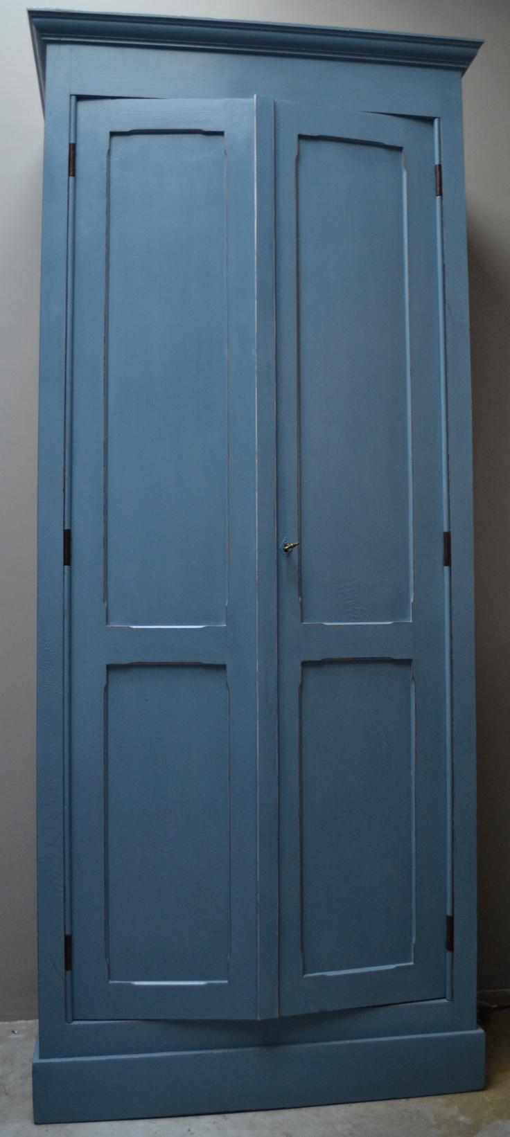 Brocante oude kast helemaal opgeknapt en geschilderd met - Kleur blauwe verf ...