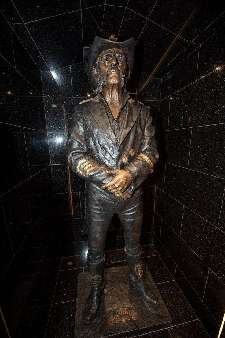 Motorhead's Lemmy immortalised in life-size sculpture at Hollywood's Rainbow Bar…