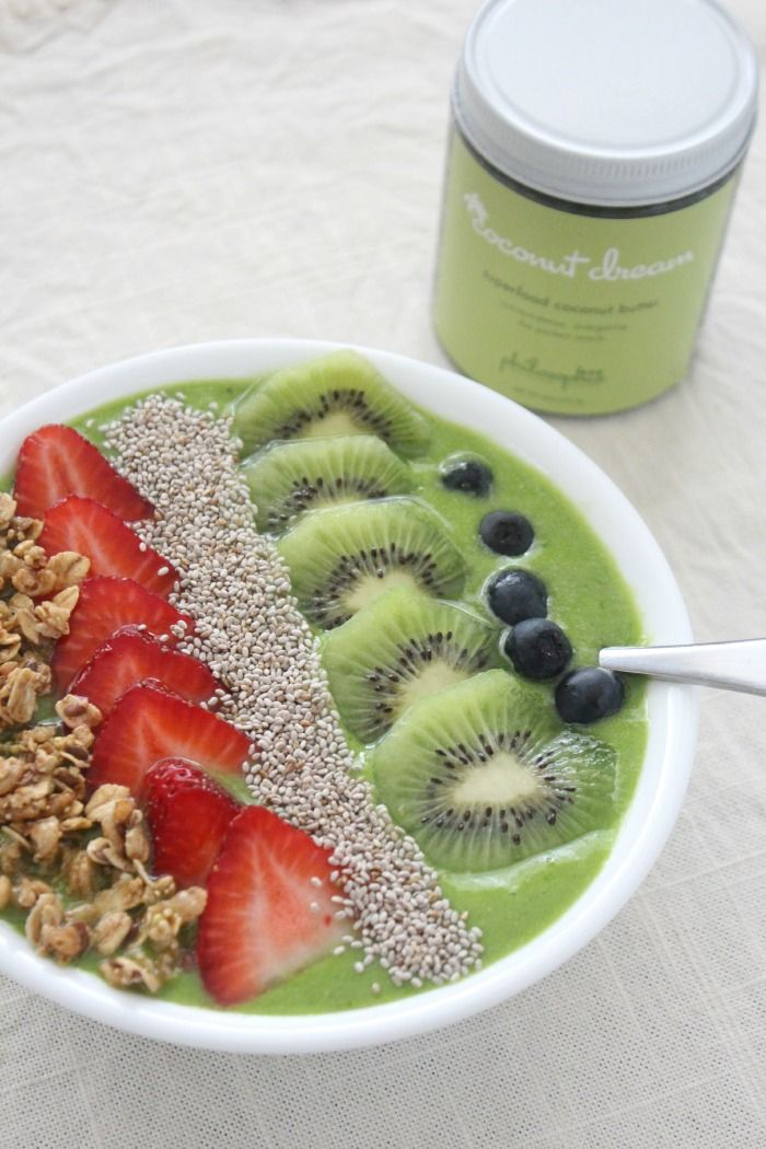 Everything you love about a smoothie, but with a spoon instead of a straw. This Matcha Green Tea Smoothie Bowl is dairy-free and the Matcha green tea powder is perfect for a boost of energy in the morning!