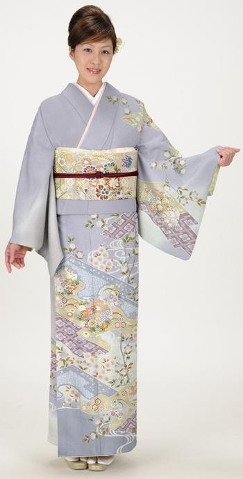 着物:雪輪に匹田絞り  Kimono :  Snow-ring & Hitta-dyed