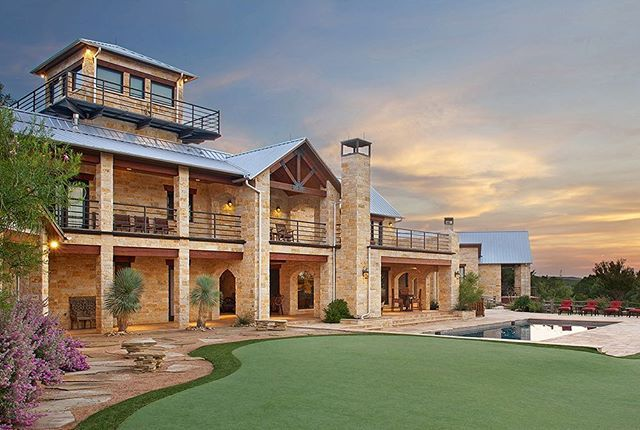 David Lewis Builder Texas Ranch Home Custom Builder Stone Ranch With Metal Roof Custom Putting Green Commer House Exterior Texas Ranch Homes Roof Colors