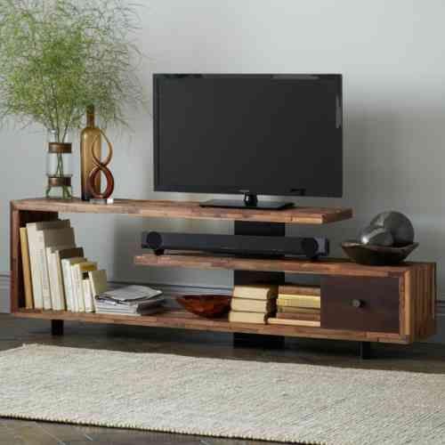 Plusieurs niveaux dans un support télé en bois