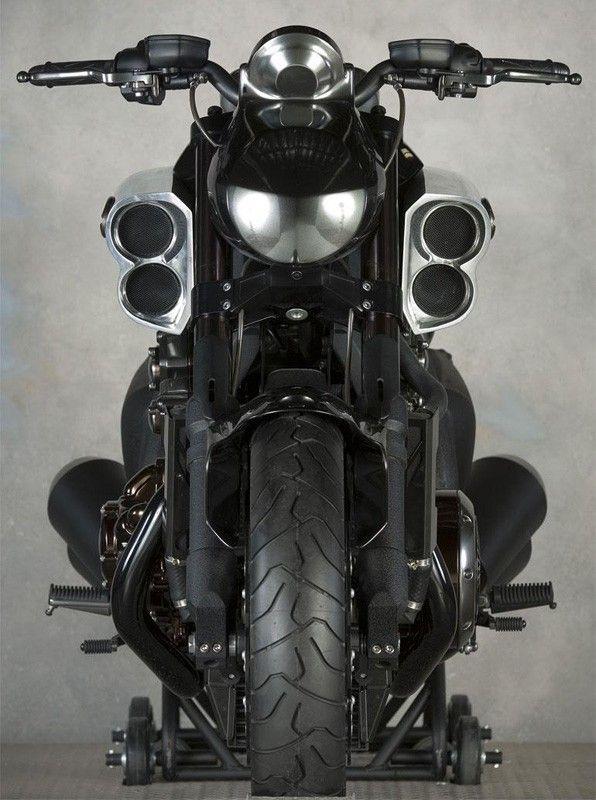 Yamaha Vmax, 174hp on a BIKE!