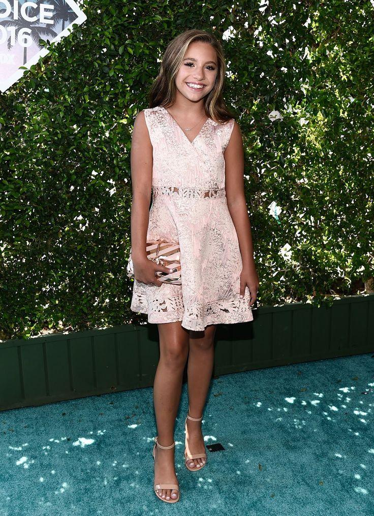 Celebrity Zoom: Mackenzie Ziegler Beautiful at the 2016 Teen Choice Awards